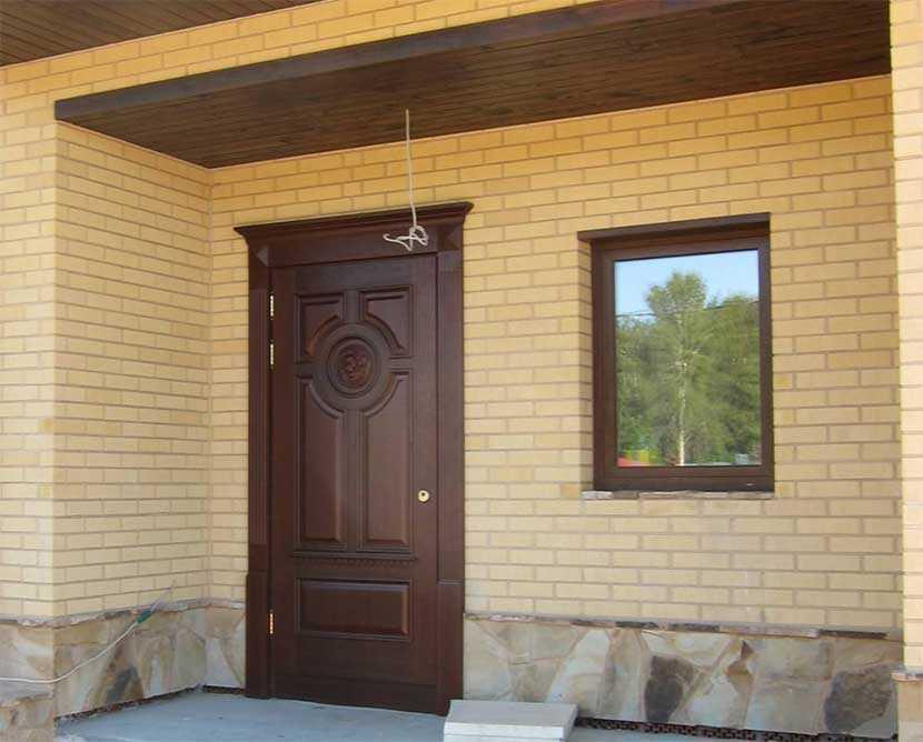 Сколько весят металлические двери и почему этот показатель важен
