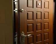 Как выбрать железную входную дверь – советы профессионала про металлическую