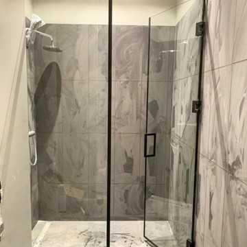 Стеклянные двери для ванной и душа