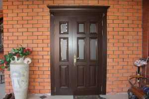 Установка входных дверей в многоквартирном доме. в какую сторону должны открываться двери по пожарной безопасности