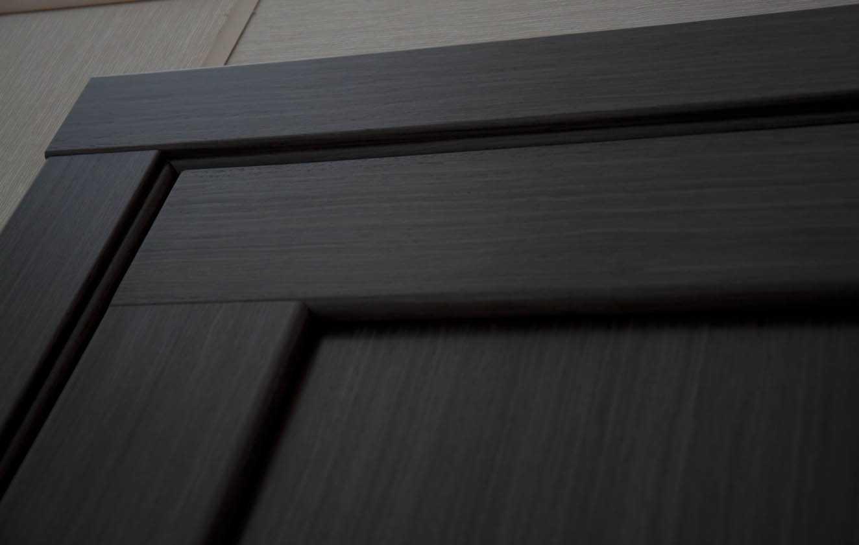 Виды, плюсы и минусы межкомнатных шпонированных дверей