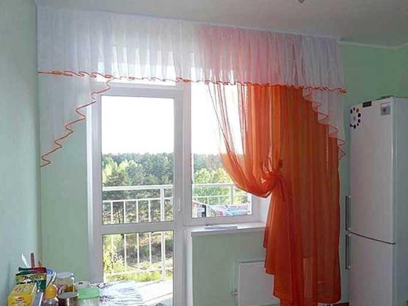 Кухонные шторы с балконной дверью — новые варианты дизайна