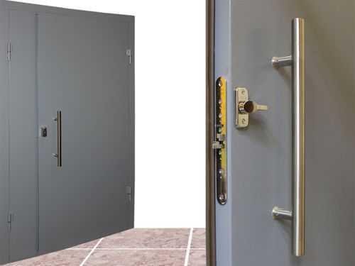 Какую дверь поставить в тамбур дома?