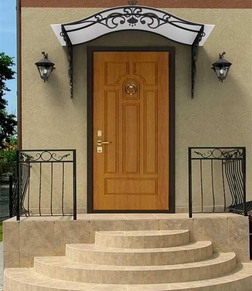 Развенчаем мифы о ненадежности входных деревянных дверей