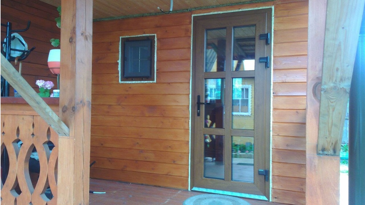 Особенности стеклянной входной двери