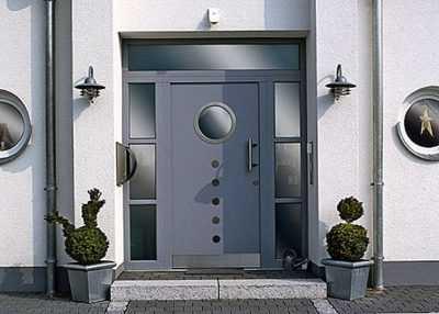 Входные пластиковые двери для частных домов: описание и фото