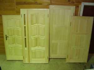 Деревянные двери для бани входные и в парилку, фото примеры, изделия из сосны