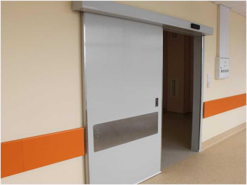 Компактно и практично: достоинства складных дверей