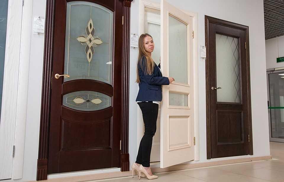 Какие двери лучше: раздвижные или распашные?