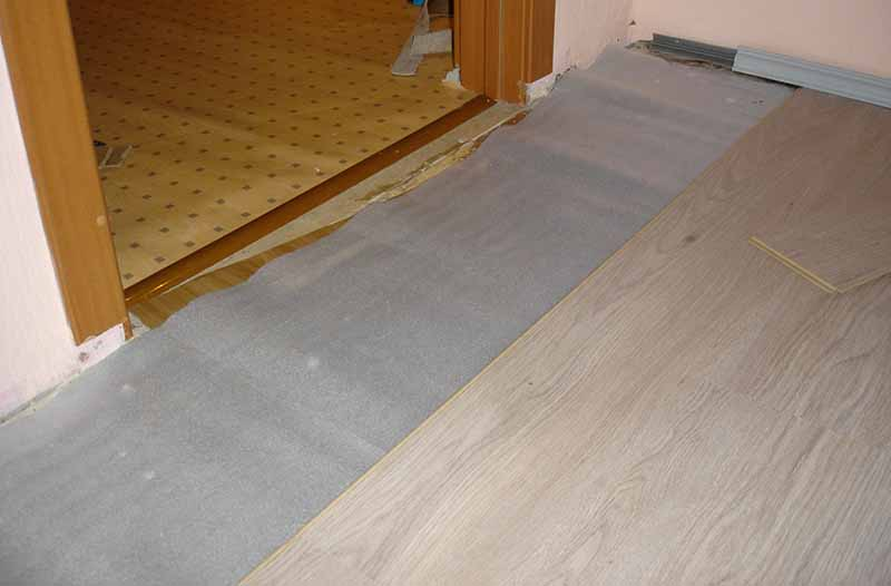 Как правильно стелить ламинат на деревянный пол?