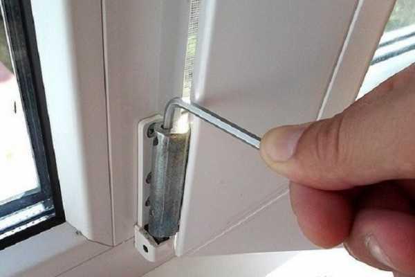 Как отрегулировать пластиковую балконную дверь если она плохо закрывается