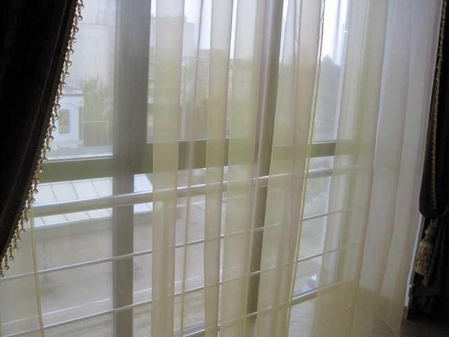 Шторы в комнату с балконной дверью