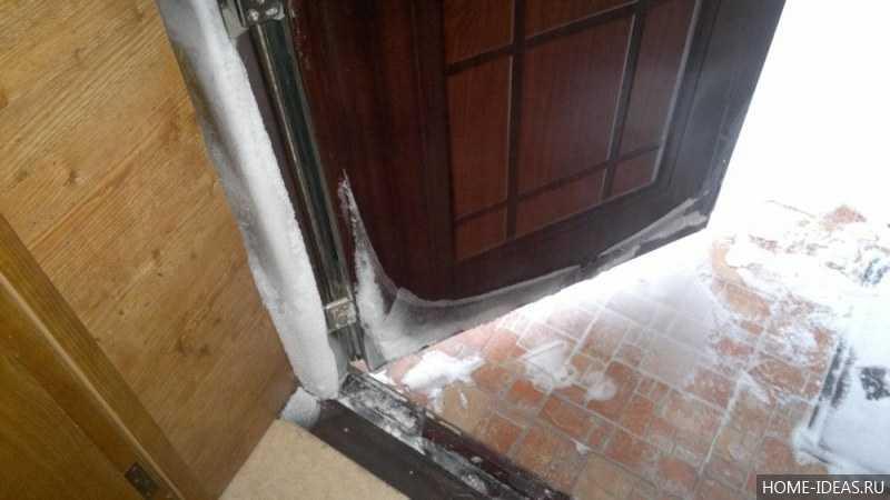 Как утеплять входные деревянные двери