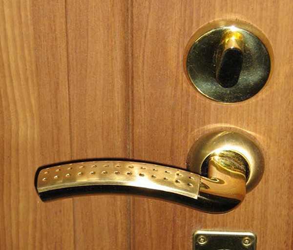 Советы из жизни плотника: как починить дверную ручку с замком и без него