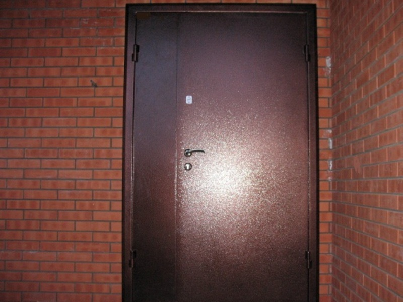 Монтаж входных дверей в подъезд многоквартирного дома