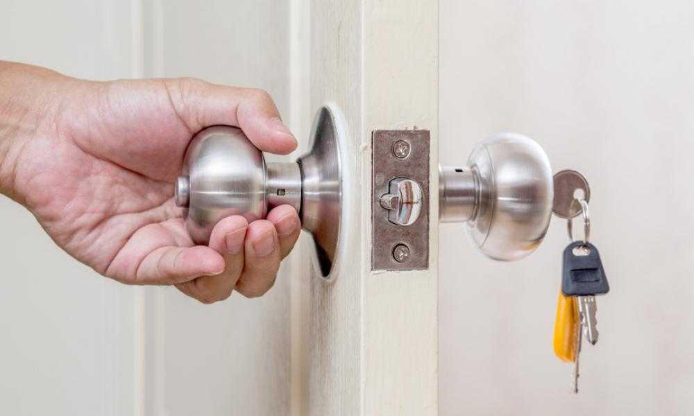 Как вставить замок в межкомнатную дверь: вставляем замок своими руками