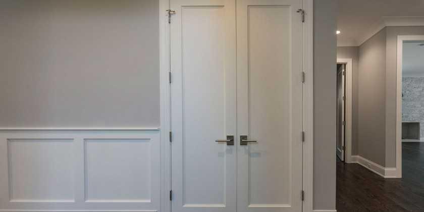 Двери из массива сосны — непревзойденная классика