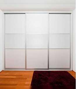 Как выбрать удобные и красивые двери для гардеробной