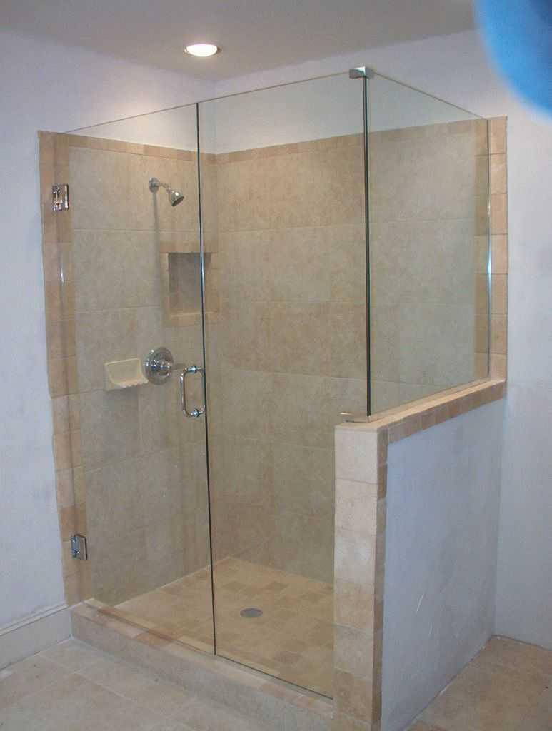 Как выбрать дверь в ванную для душевой ниши?