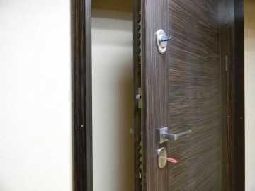 Открыть входную железную дверь