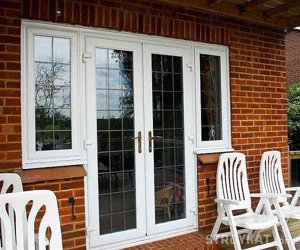 Какую входную дверь выбрать для частного дома: 5 важных критериев