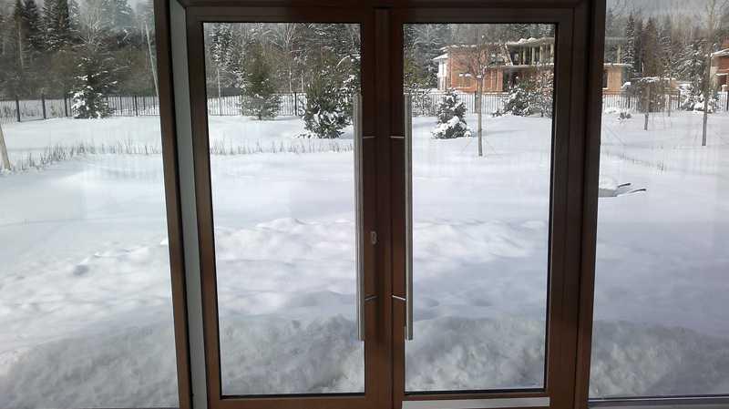 Как выбрать входные стеклянные двери