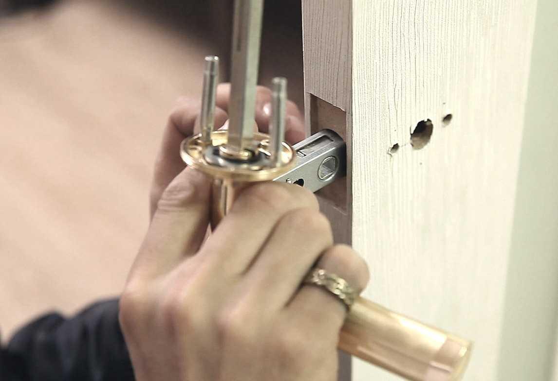 Как провести ремонт ручки межкомнатной двери своими руками? профилактика поломок