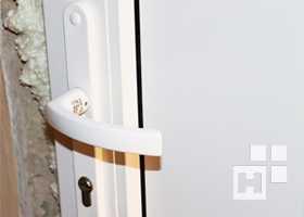 Преимущества деревянных и металлических дверей со стеклопакетом