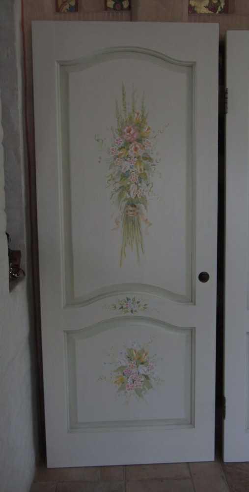 Как самостоятельно обновить изношенные межкомнатные двери: варианты решения проблемы, подходящие материалы для работы, технологии для домашних мастеров