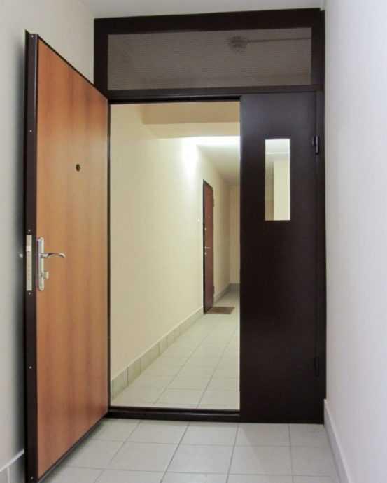 Тамбурные двери: характеристики видов и установка конструкций