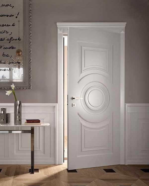 Использование белых дверей в интерьере квартиры: фото примеров