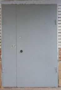 Установка двери в общем коридоре: четыре совета «новичкам»