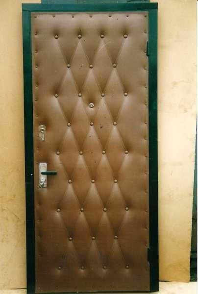 Обшивка дверей дерматином — излагаем в общих чертах