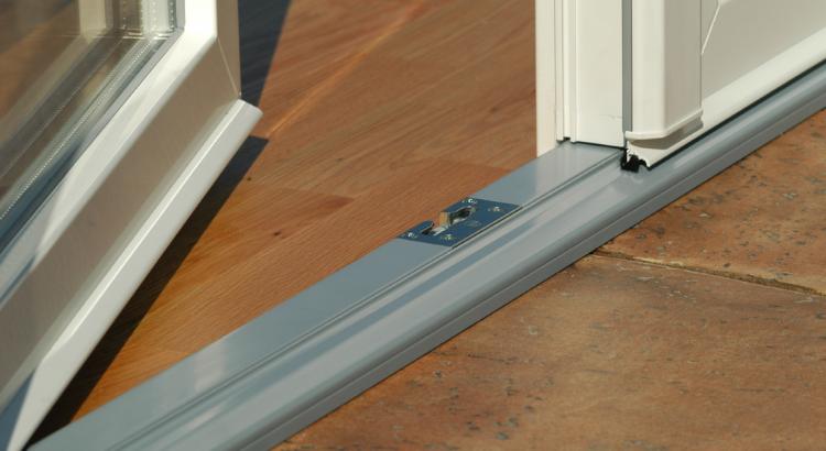 Как открыть балконную пластиковую дверь снаружи, если вы остались на балконе