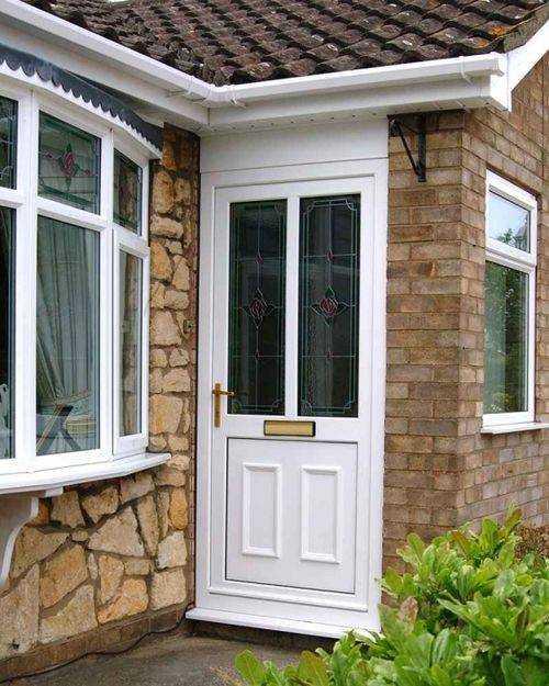 Пластиковые входные двери для частного дома фото с описанием основных свойств и параметров Насколько эстетично выглядят пластиковые двери на фасаде дома