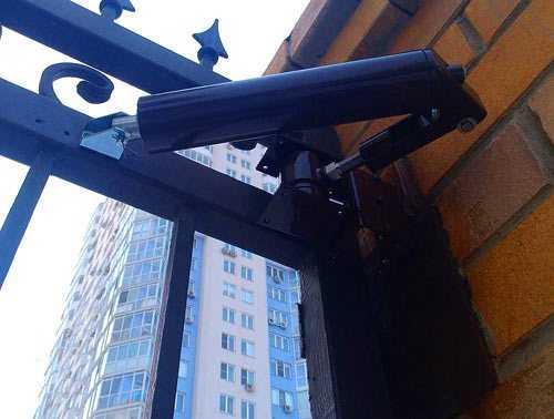 Как установить и отрегулировать доводчик двери для автоматического её закрывания