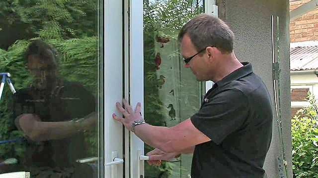 Как отрегулировать дверные петли различных видов