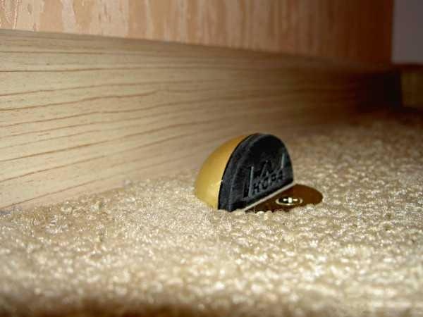 Фиксатор для дверей с магнитом