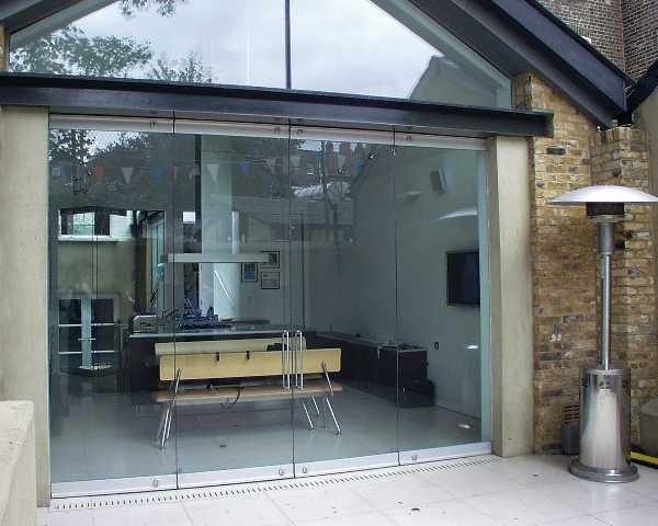 Стеклянные двери в офис — ставить или нет