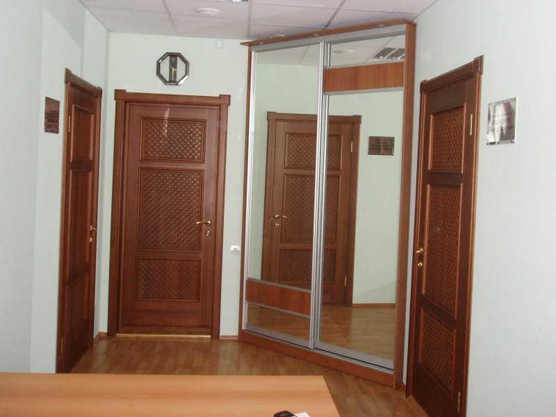 Раздвижные двери для душевой кабины: плюсы и минусы