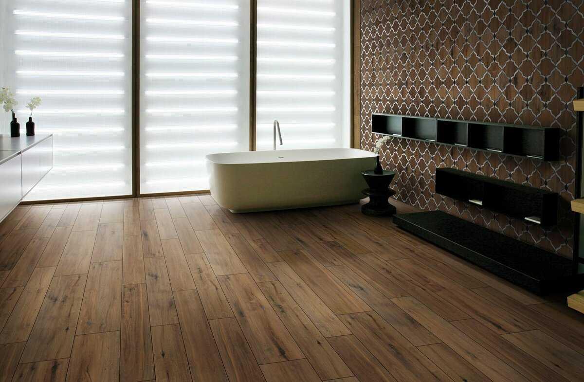 Деревянная плитка: изделия из дерева для стен, декоративные керамические настенные модели в интерьере