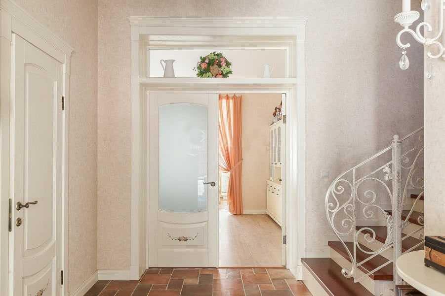 Межкомнатные стеклянные двери распашные и раздвижные, их установка, отзывы покупателей