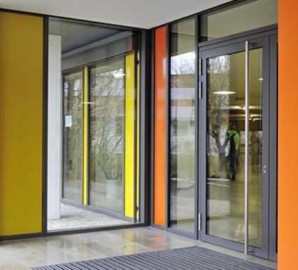 Достоинства алюминиевых входных дверей из алюминиевого профиля