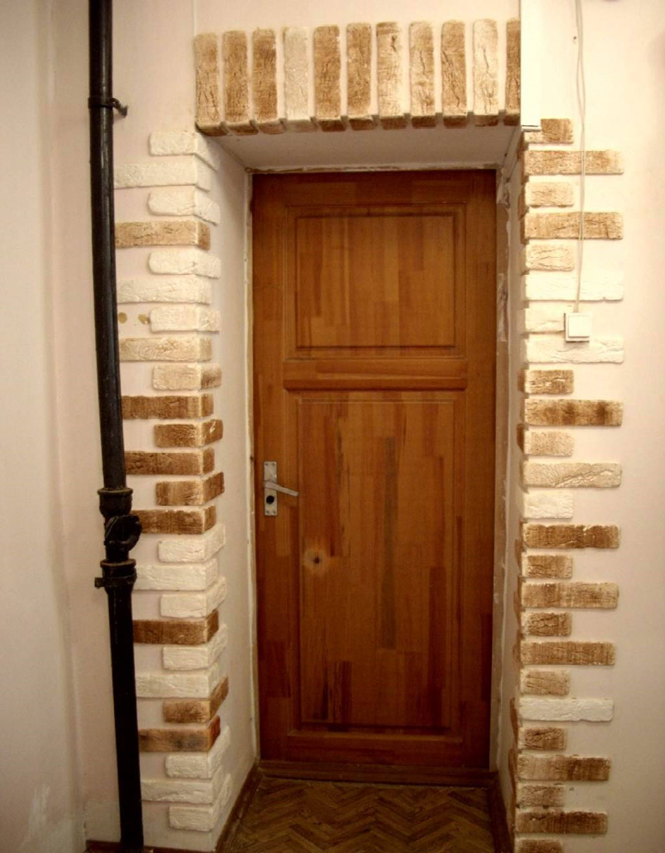Виды и способы крепления дверных наличников