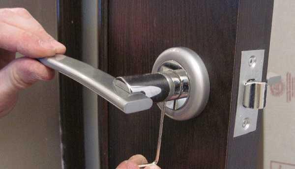 Порядок врезки замка в межкомнатную дверь