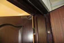 Установка ограничителя открывания двери