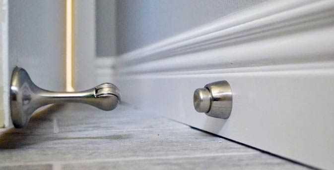 Магнитный ограничитель для двери