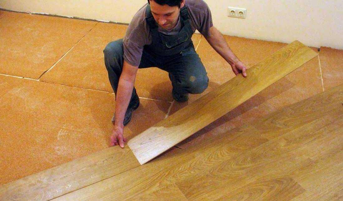 Укладка ламината на деревянный пол своими руками: пошаговая инструкция с фото