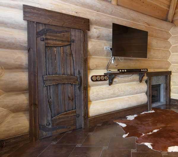 Как сделать дверь в баню – выбор материала и правила монтажа