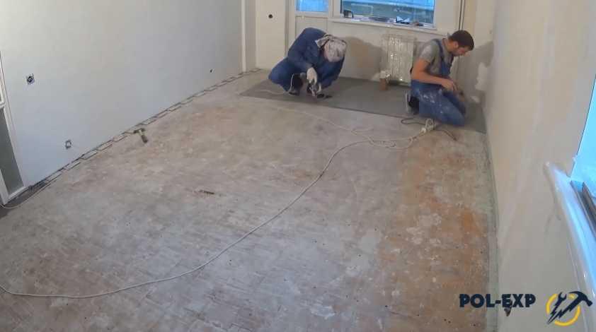 Как выровнять деревянный и бетонный пол под ламинат: способы и варианты